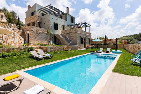 Villa Erondas near Rethymno with heated pool - Perama - Villa