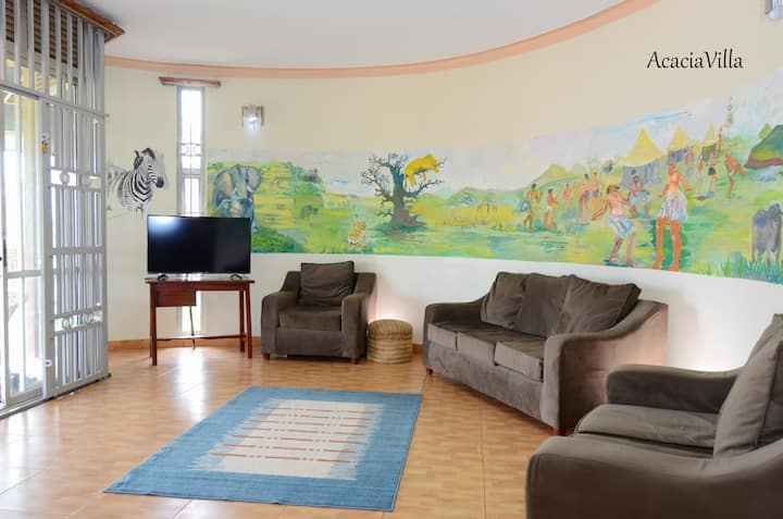 Quiet Room in 6 BR Acacia Villa Stunning City View