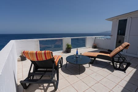 Spacious house with huge terrace facing the sea