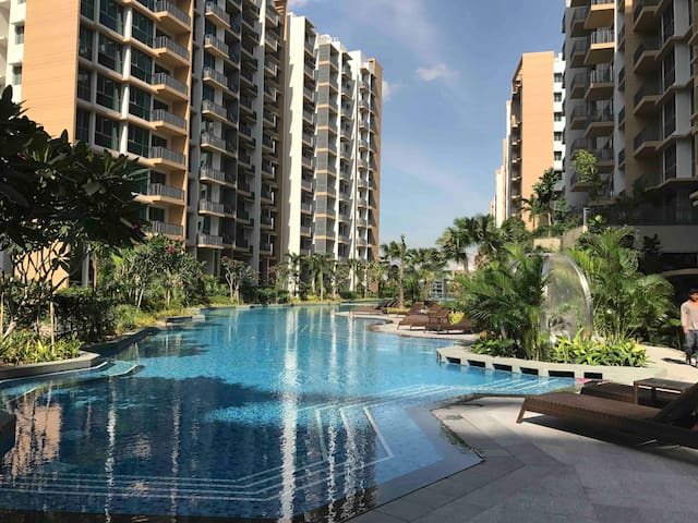 RESORT SERVICED APARTMENT, RIGHT AT MRT