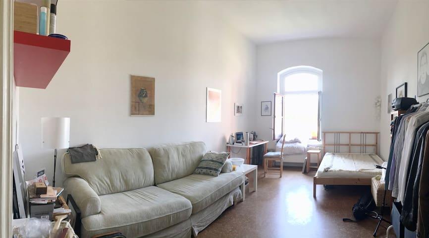 Schönes Zimmer in Loft mit Garten.