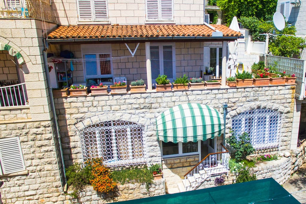 Apartment is located perfectly in Ploce part of Dubrovnik...
