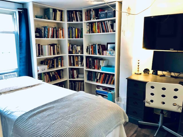 """""""Library"""" bedroom/office"""