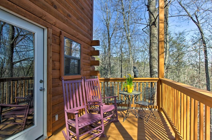 Gatlinburg Studio + Loft w/ Private Hot Tub!