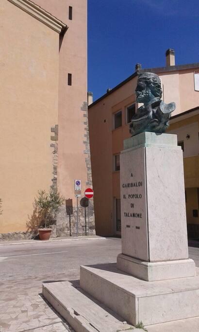 Visione sulla Piazza Garibaldi