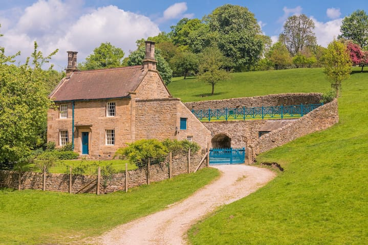 Gardeners Cottage on the Chatsworth Estate in the Heart of the Peak District