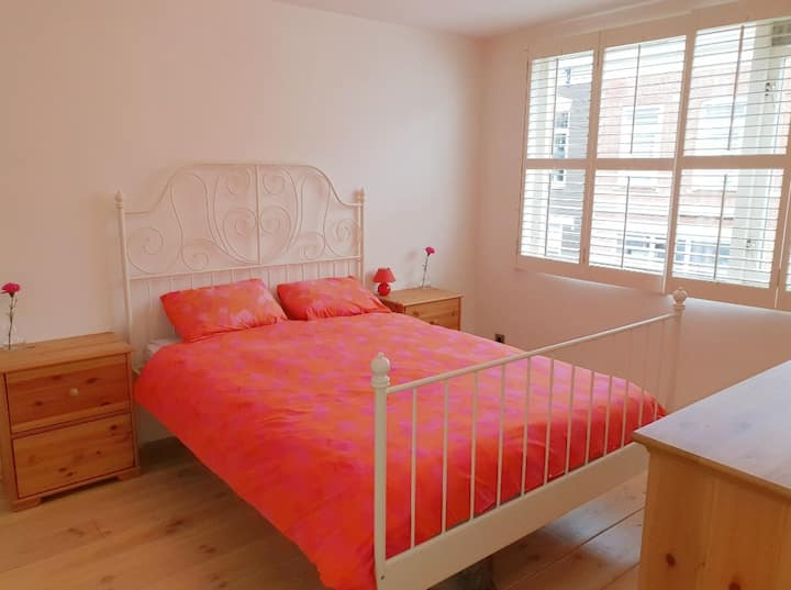 PRIVATE BEDROOM(DOUBLE) IN BIG HOUSE *FEMALE ONLY*