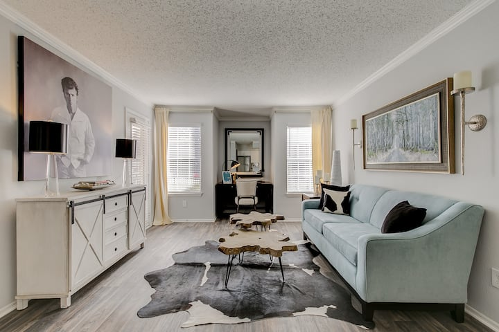 Your home away from home | 2BR in Arlington
