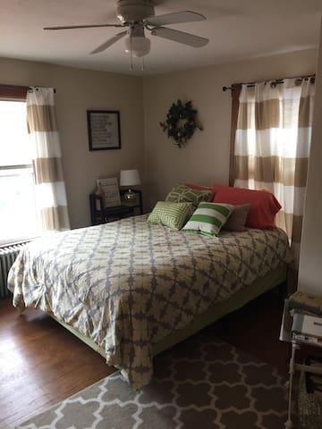 Cozy Shenandoah Valley Guestroom