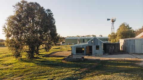 The Shed, Borenore   Romantic Retreat + Woodfire
