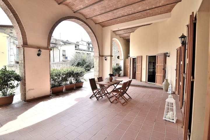 Chianti Fortress Apt. Wifi +Parking+Big Veranda