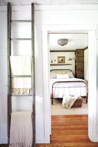 Guest bedroom with FULL SIZE bed.