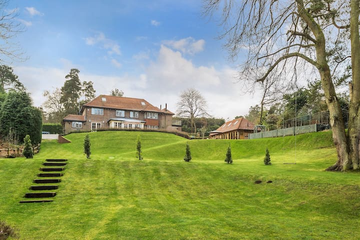 Village Country House in Surrey Hills, Blackheath