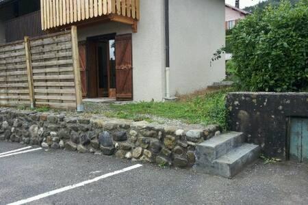 Studio avec terrasse et place de parking