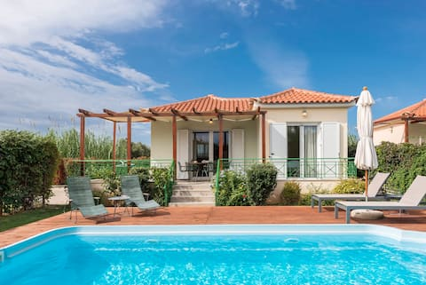 Artemis, villa with private pool,250m to the beach