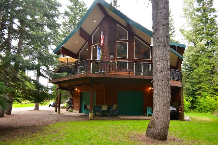 Weekday special!, Secluded, Hot Tub, Lakes, hike