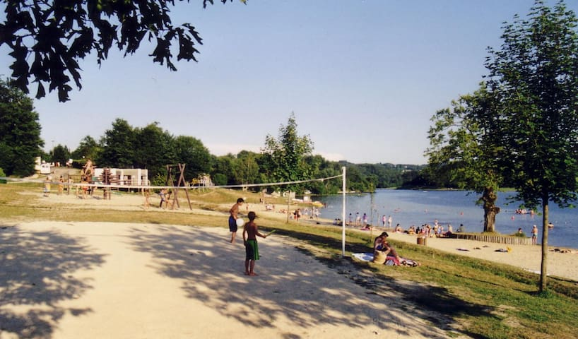 Lac de Tolerme play area