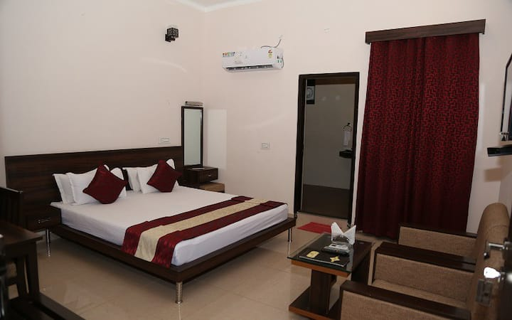 Comfortable Executive Room in Sariska with Breakfast