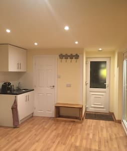 Greater Manchester Detached Studio - Stockport - Andre