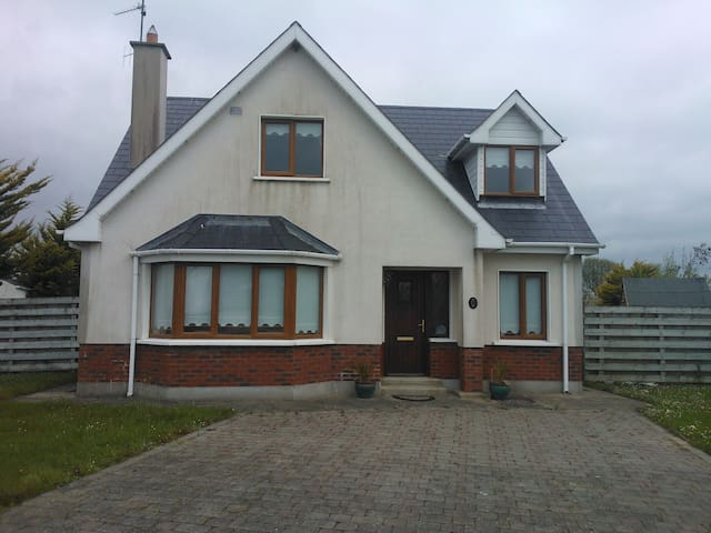 Beautiful bright sunny house near the sea - Ballymoney - Haus
