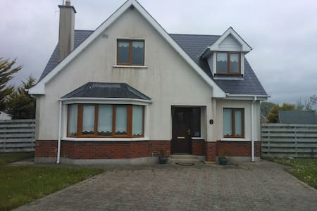 Beautiful bright sunny house near the sea - Ballymoney - Rumah