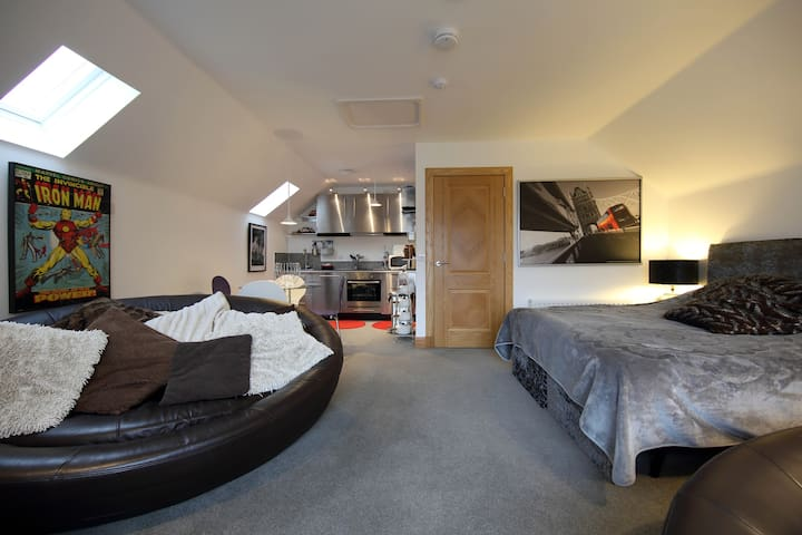 Fab studio apartment Cults Aberdeen - Cults - Apartment