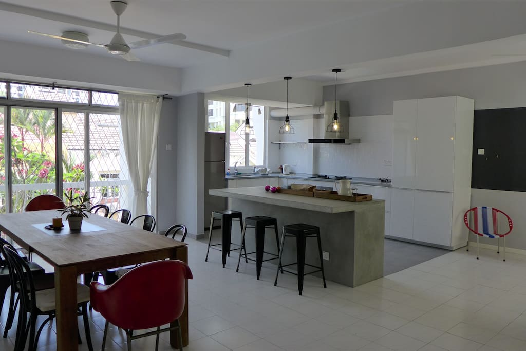 Modern 1800sq Ft House With Fully-equipped Kitchen