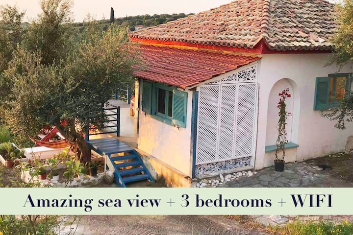 Charming artist house with a great sea view