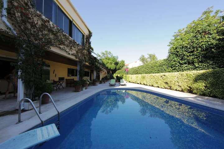 garden and pool in a country house - Queijas - House