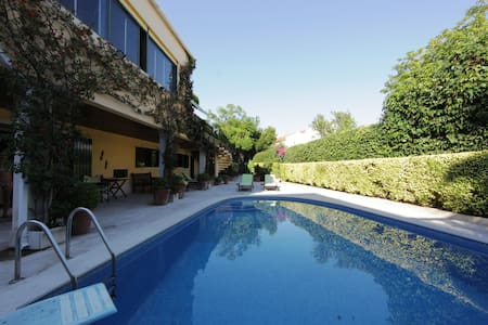 garden and pool in a country house - Queijas - Haus