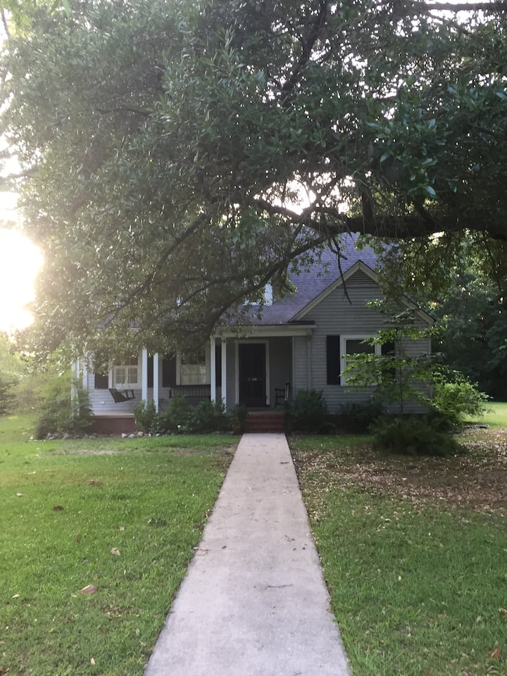 Traveling Nurses Cottage-CLOSE to Greenville!