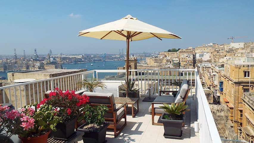 Beautiful Townhouse with harbour views - Valletta - Townhouse