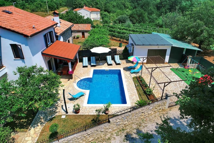 Three Bedroom House, in the countryside in Labin, Outdoor pool