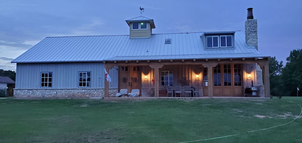 Brenham-Home/Barn amazing place to Stay!  Love it!