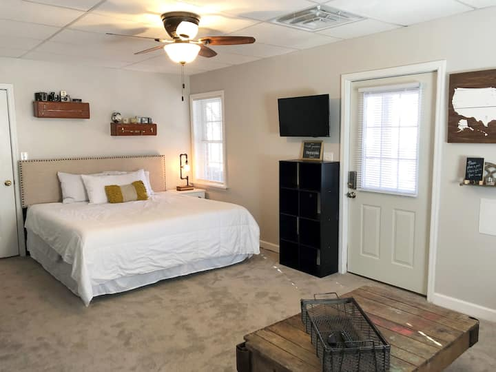 Entire Guest Suite - Cozy, Private, Central Locale