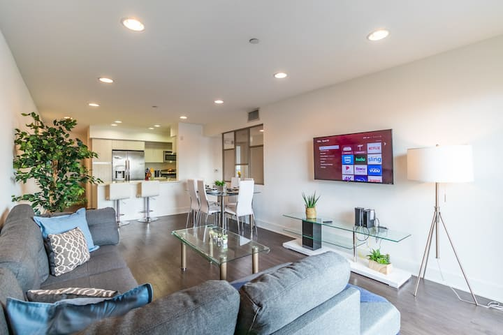 Bright Spacious 3bd Apartment In Hollywood!