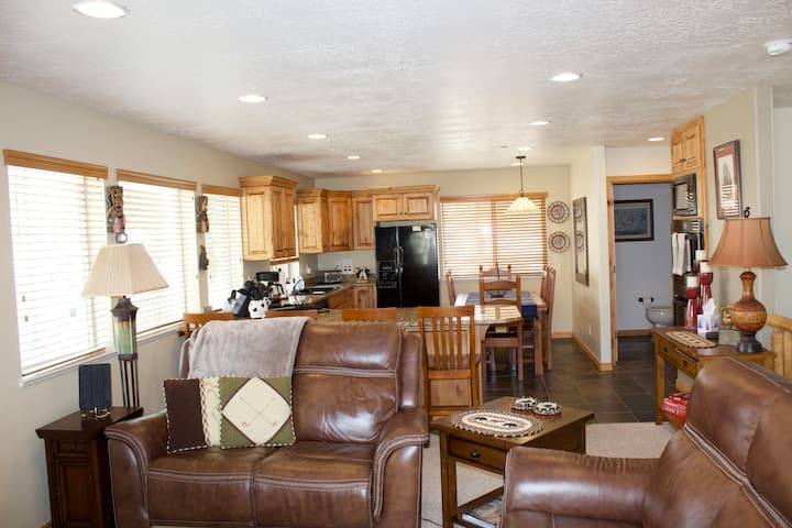 Bright, Spacious End Unit at Moose Hollow