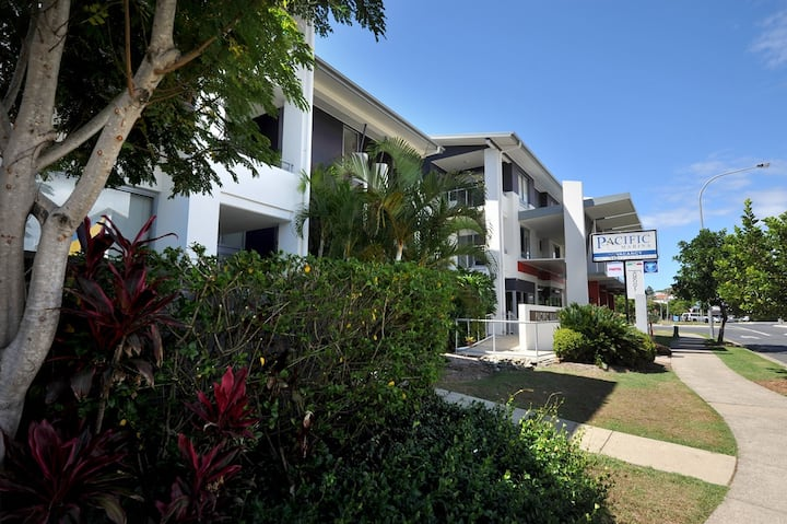 Immaculate 2BR Apartment steps from the beach
