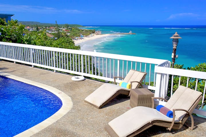 Killer Sea View, Staffed Seafront Villa with Pool, 4 Beds, 3 Bdrms, (SMV188)