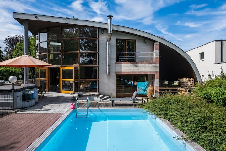 Villa w/ swimming pool between Brussels and Ghent