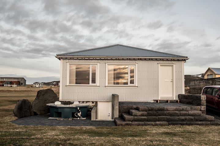 House next the sea in Iceland - Grindavík - Bungalov