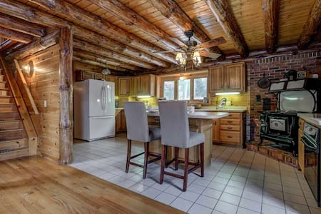 Newly Furnished Beautiful Waterfront Log Home!