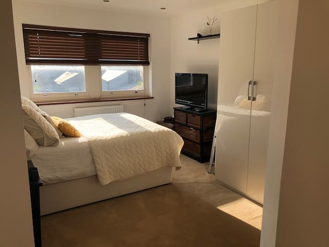 Sunny private guest bedroom