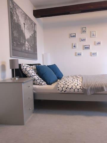 Große, sehr gemütliche und ruhige Wohnung