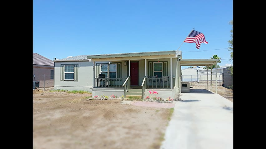 Cozy Bullhead City home fully fenced - Bullhead City - Huis