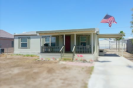 Cozy Bullhead City home fully fenced - Bullhead City - Hús