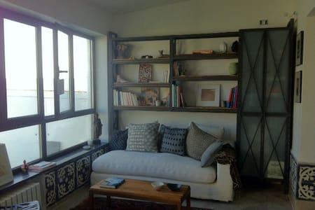 Appartement ensoleillé avec jardin . - Gammarth