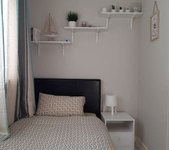 Single room close to Stepping Hill Hospital