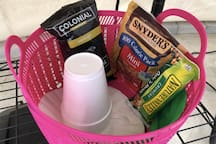 Welcome snacks, coffee, cups, filters (snacks and coffee may vary)