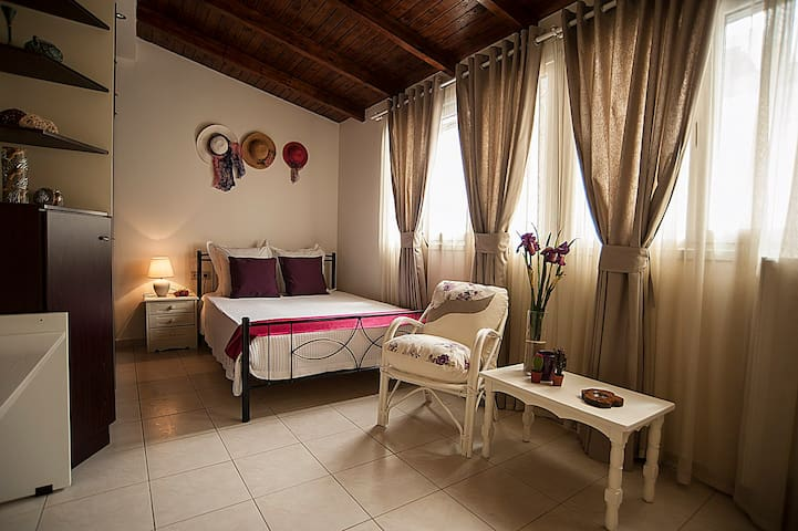 Sunny apartment in the center of Heraklion